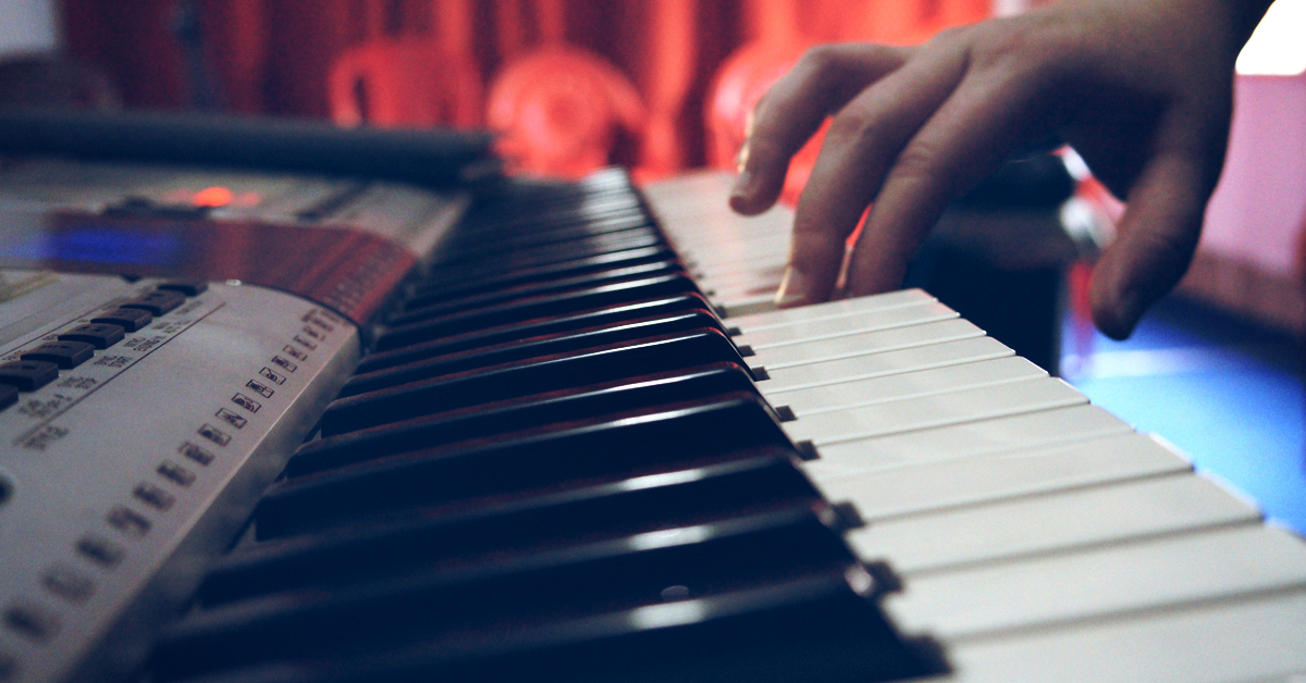 How musicians can quickly get started teaching online by creating a mini course
