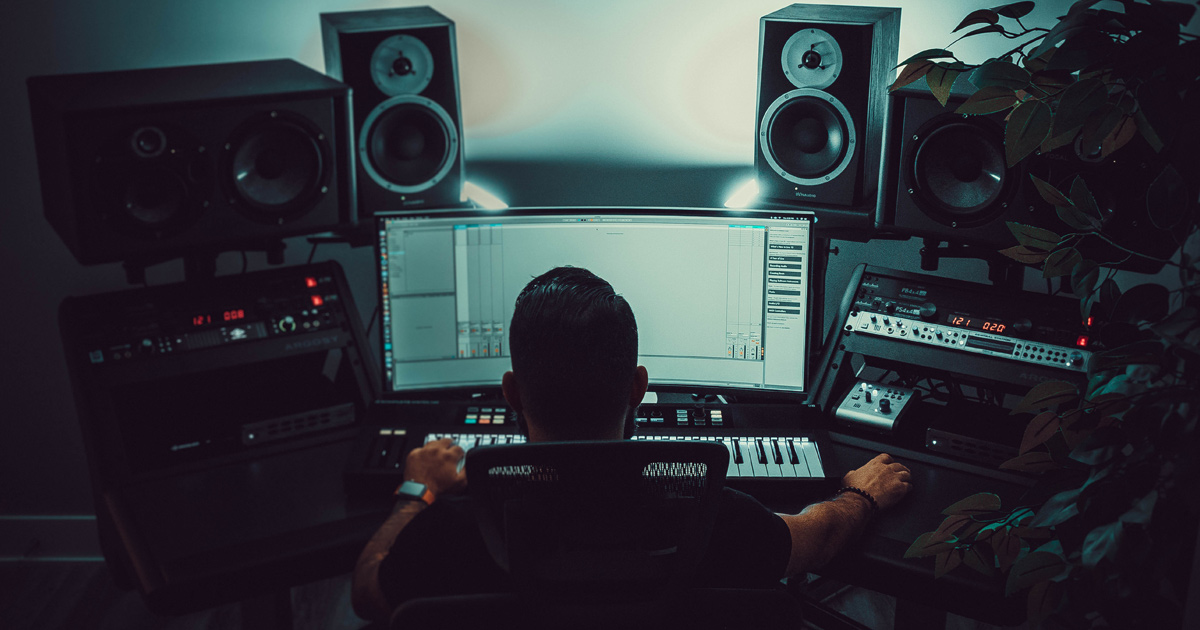 Bandzoogle Blog - 4 smart ways to invest in yourself as a musician - Main